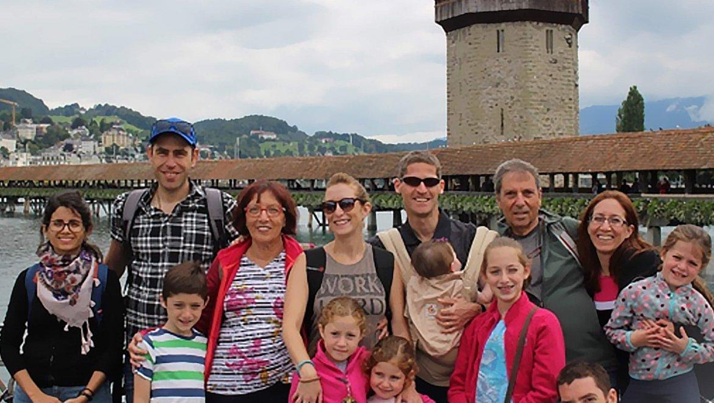 ארבע משפחות, ששה ילדים, קיץ אחד בשוויץ
